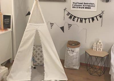 Meintipi Tipi Zelt Kinderzimmer Spitze und Bommel Spielzelt Weiß