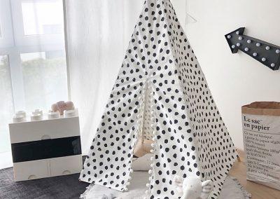 Meintipi Tipi Zelt Kinderzimmer Pünktchen Spielzelt Schwarz Weiß mit Bommel