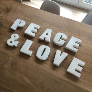Peace & Love Schriftzug aus Holz